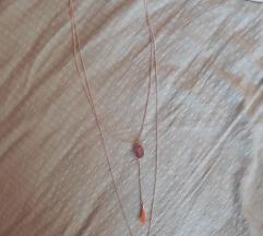 2 ogrlice u jednoj