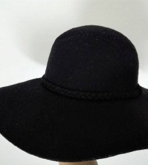 Novi šešir Bershka