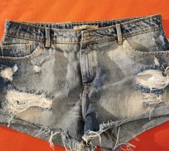 Bershka kratke hlače/ uključena poštarina