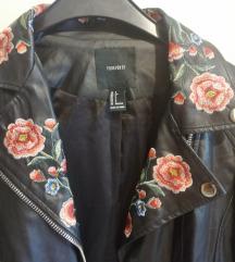 Kožna jakna Forever 21 s cvjetnim detaljimaa