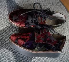 Cipele s cvijetnim uzorkom