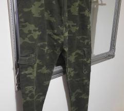 Bershka military hlače baggy%