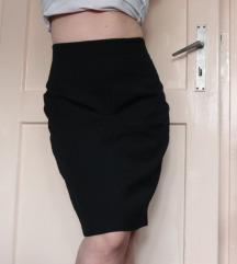 Crna kratka uska suknja pencil kroj veličina M