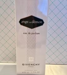 Ange ou Démon EaudeParfum 50ml +Shiseido torbica