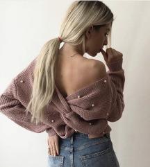 Pletena majica s v izrezom i perlicama