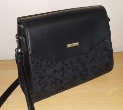 Crna torbica srednje velicine
