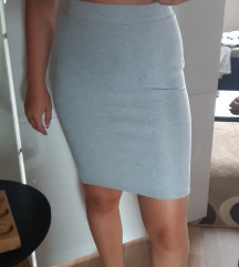 Uska raatezljiva suknja