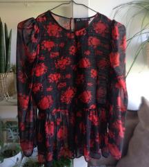 Atraktivna Zara crna košulja s crvenim cvjetovima