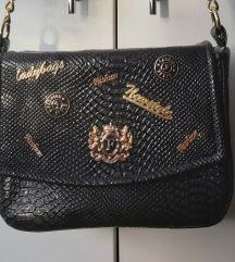Lovely Bag torba sa bedževima