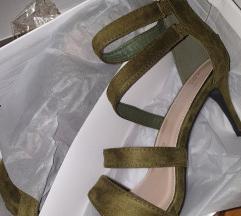 Potpuno nove sandale