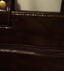 Smeđa lakirana torba