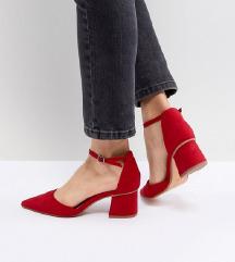 crvene cipele s blok petom