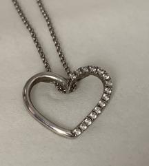 Srebrni lančić sa srcem