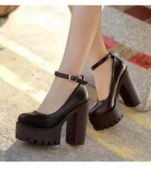 Retro cipele (150 kn)