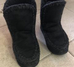 mou crne čizme