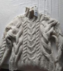 Krem pulover Nikad nošen