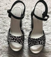 Nove cipele sandale na blok petu