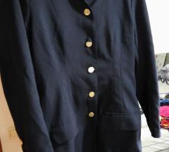 Tamnoplavi sako sa zlatnim gumbima%