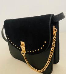 Crna mala torbica sa zlatnim lancem - Orsay