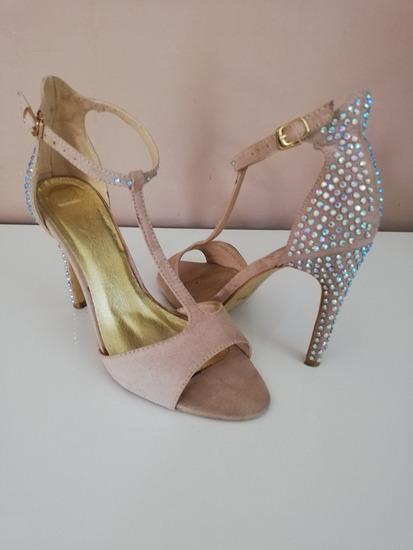 Efektne sandale s cirkonima