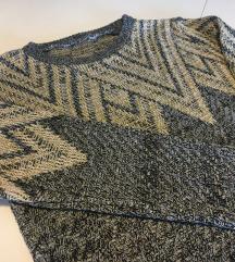 Zanimljiv pulover sa zlatnim nitima, poseban