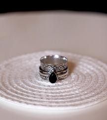 Prsten sa oniksom
