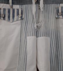 Tricot bijele hlače u kombinaciji s traperom
