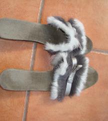 10. Krznene papučice
