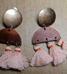Naušnice od drva i metala s efektnim visuljcima
