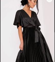 Crna satenska midi haljina