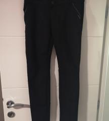 Crne chino hlače 40