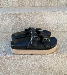 Bershka natikače/sandale