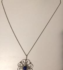 ogrlica s privjeskom cvijeta