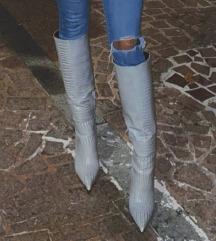 Sive visoke cizme na petu