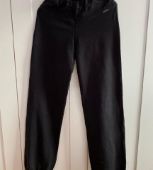 Crne duge hlače