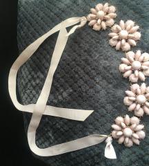 Prekrasna roza ogrlica. Nova