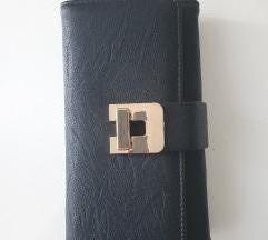 Crni novčanik sa zlatnom kopčom