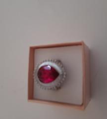 Prodajem podređenih prsten 18