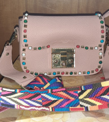 Ružičasta torba od umjetne kože