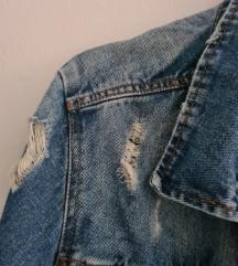 Kratka poderana jeans jakna