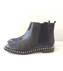 ZARA crne kožne čizme sa zakovicama