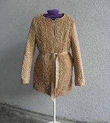 bež vuneni kaput s kožom