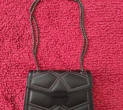 Crna torbica sa zakovicama