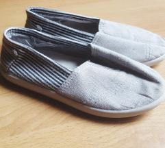 POKLANJAM tri para obuće [25]