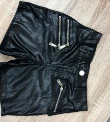 Crne kratke hlače od umjetne kože