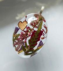 Ogrlica od epoxy smole i pravog cvijeća