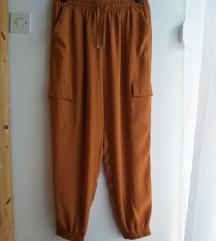 Nenošene ležerne C&A hlače