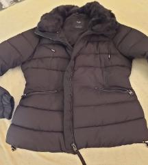 Bershka crna puffy jakna