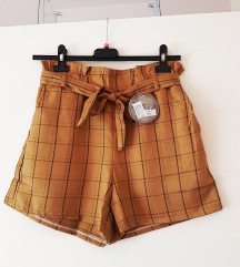 Nove s etiketom kratke hlače