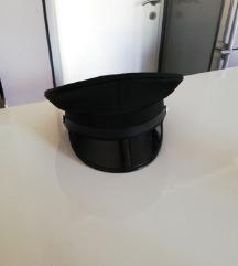 Kapa crna sa tvrdim šiltom